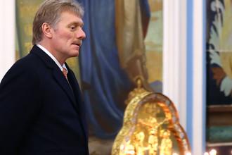 Пресс-секретарь президента России Дмитрий Песков во время посещения Воскресенского Ново-Иерусалимского мужского монастыря, 15 ноября 2017 года