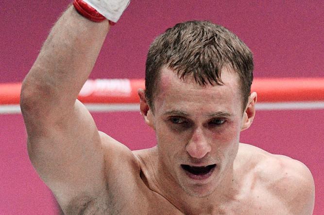 Эдуард Трояновский (Россия) во время боя за звание регулярного чемпиона мира по версии IBO и IBF в первом полусреднем весе против Кейта Обары (Япония)