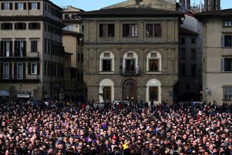 Во время церемонии прощания с футболистом Давиде Астори во Флоренции, 8 марта 2018 года