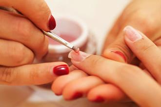 Гепатит от маникюра: врачи предупредили об опасности