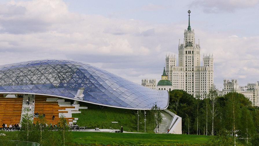 Вандалы повредили купол и зеленые насаждения парка «Зарядье»