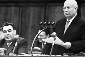 Никита Хрущев и Леонид Брежнев на Пленуме ЦК КПСС, 1963 год
