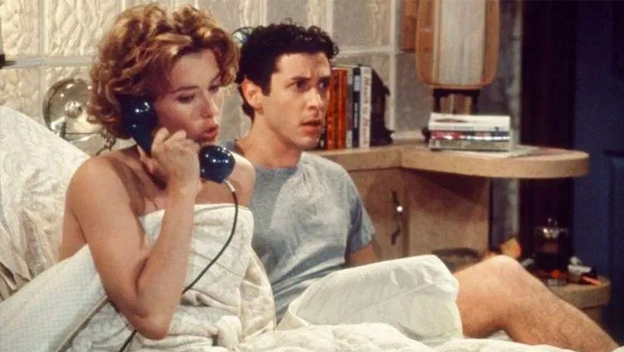 В 1992 году Леони исполнила главную женскую роль в сериале «Полет вслепую», где она сыграла сексуально раскрепощенную девушку недавнего выпускника колледжа. Ее актерская работа заслужила положительные отзывы зрителей и критиков, которые выделили «Полет вслепую» из остальных сериалов кинокомпании Fox за необычный подход к теме отношений