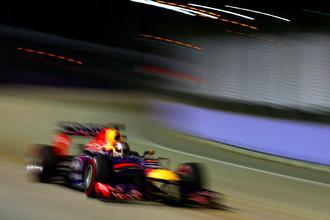 Феттель промчался быстрее всех по ночным улицам Сингапура в квалификации Гран-при