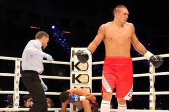 Мгновение назад состоялась первая победа Александра Усика на профессиональном ринге