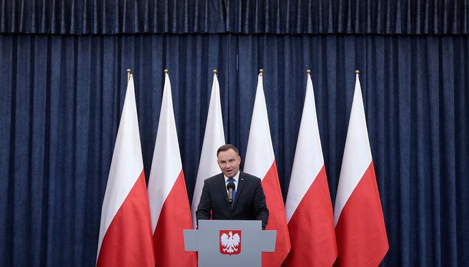 Президент Польши Анджей Дуда во время выступления с публичным заявлением относительно «закона...