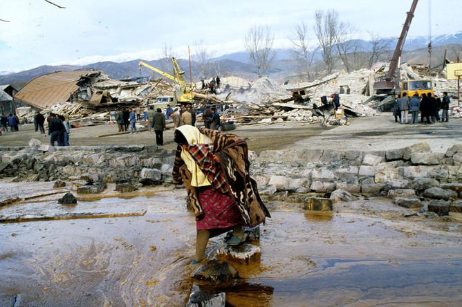 Последствия землетрясения в городе Спитак, Армения, 1988 год