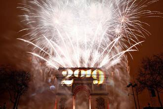 Во время встречи Нового года в Париже
