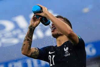 Люка Эрнандес полуфинальном матче чемпионата мира по футболу между сборными Франции и Бельгии.