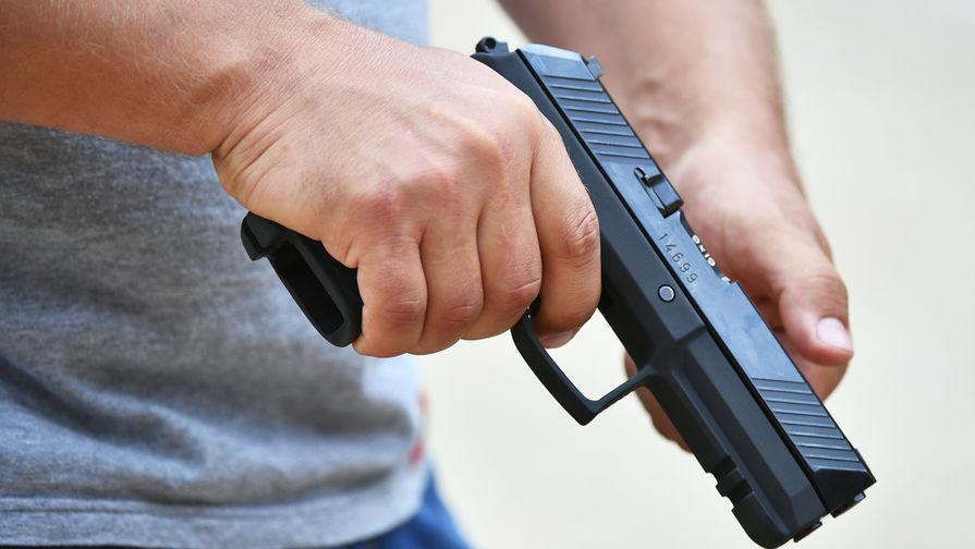 Москвич случайно выстрелил в сына из пистолета