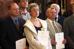 Анна Политковская сколлегами-журналистами навручении премии Герда Буцериуса «Молодая пресса Восточной Европы» вГамбурге, 3июня 2002года