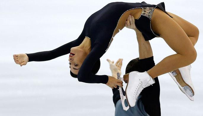 Александра Бойкова и Дмитрий Козловский (Россия) после произвольной программы в соревнованиях среди пар на V этапе Гран-при по фигурному катанию в Москве, 16 ноября 2019 года