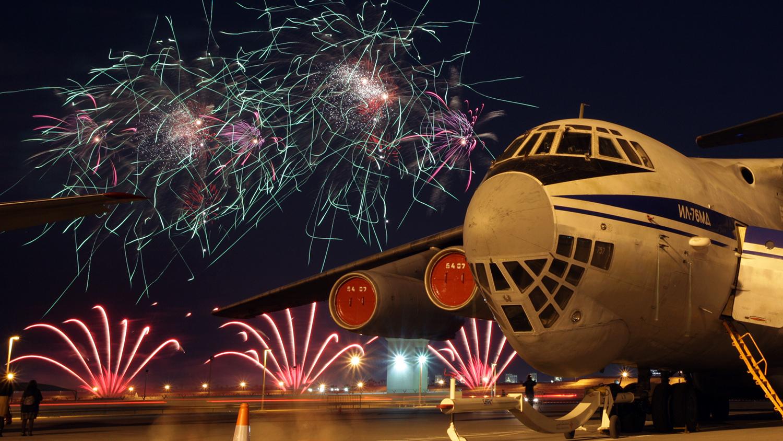 Фейерверк на II международной выставке авиационной техники «Bahrain International Air Show», 2012 год