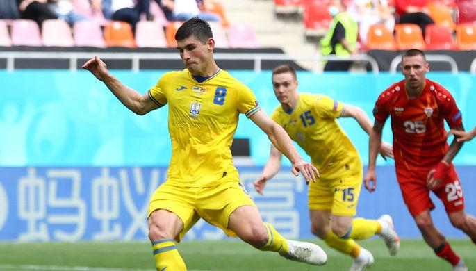 Руслан Малиновский допускает промах с пенальти в матче Украина — Северная Македония на Евро
