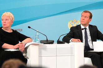 Министр образования и науки РФ Ольга Васильева и премьер-министр РФ Дмитрий Медведев на Всероссийском педагогическом совещании. 20 августа 2016 года
