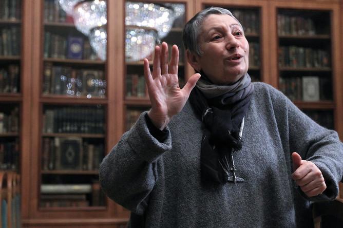 Людмила Улицкая выступает на творческом вечере в Библиотеке иностранной литературы, 2011 год