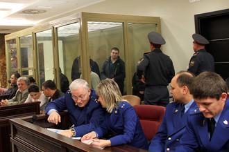 Сергей Цапок (в центре на втором плане) в Краснодарском краевом суде