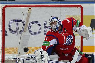 Блестящая игра Кертиса Сэнфорда позволила «Локомотиву» одержать сухую победу