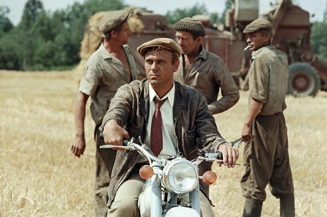 Владимир Меньшов в роли Семена Боброва в фильме Алексея Сахарова «Человек на своем месте». 1973 год