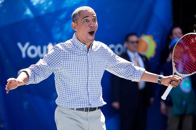 Барак Обама играет в теннис с Каролин Возняцки