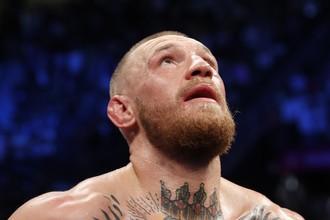 Чемпион мира UFC в легком весе Конор Макгрегор во время боя с чемпионом мира по боксу Флойдом Мейвезером