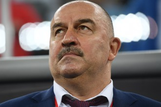 Главный тренер сборной России по футболу Станислав Черчесов в товарищеском матче между сборными командами России и Испании.