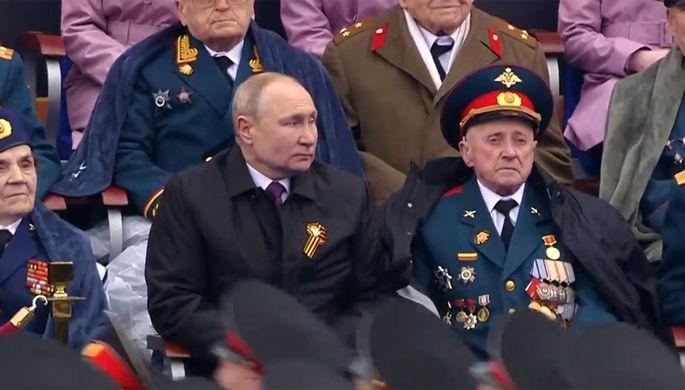 Президент России Владимир Путин и ветеран Великой Отечественной войны Василий Пронин