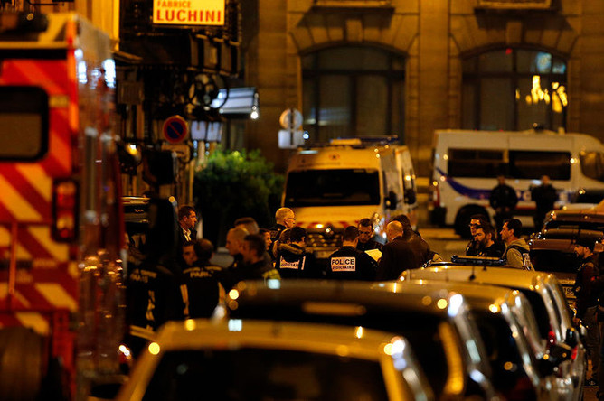 Работа правоохранительных органов на месте происшествия в Париже, 12 мая 2018 года
