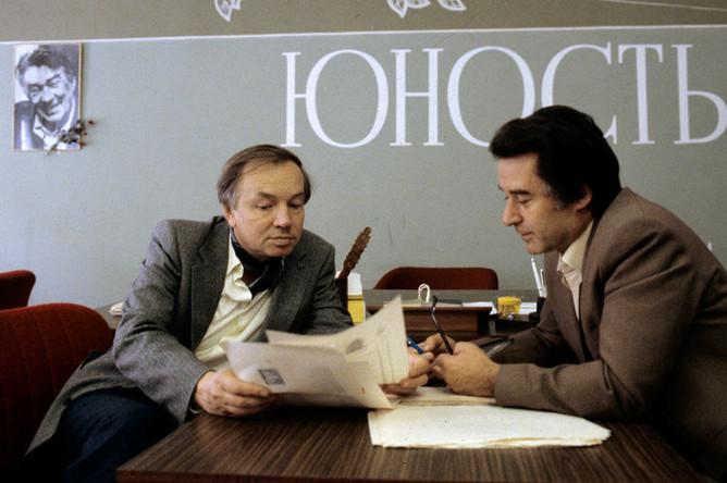 Поэт Андрей Вознесенский и главный редактор журнала «Юность» Андрей Дементьев, 1983 год