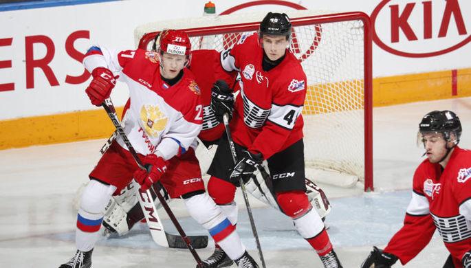 Эпизод хоккейной пятого матча Суперсерии между молодыми игроками из России и Канады
