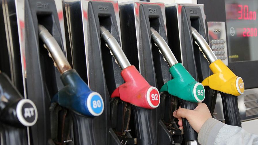 Медведев поручил проверить рост цен на бензин