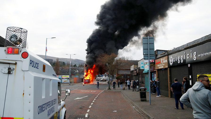 Во время беспорядков в Белфасте, Северная Ирландия, 7 апреля 2021 года
