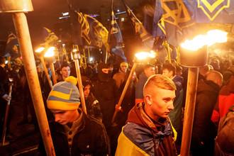 Активисты националистических организаций во время митинга в честь Дня защитника Украины в Киеве, октябрь 2016 года
