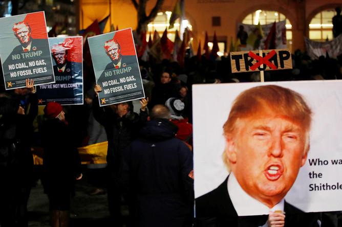Акция протеста против визита президента США Дональда Трампа в Швейцарию в Цюрихе, 23 января 2018 года