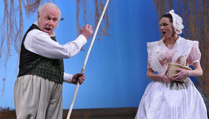 2009 год. Актеры Леонид Неведомский (Шааф) и Юлия Бачинская (Катя) в сцене из драмы писателя И...