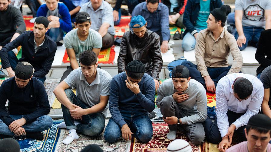Молитва под ливнем: как Курбан-байрам пришел в Москву
