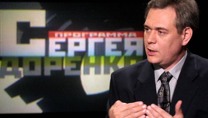 Сергей Доренко в эфире своей программы в эфире третьего общенационального канала, 2001 год
