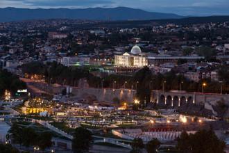 Вид на вечерний Тбилиси