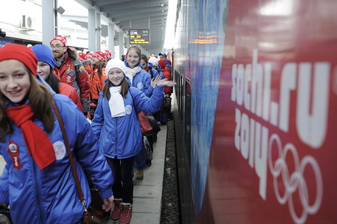 Участники детского хора России на железнодорожном вокзале Адлера