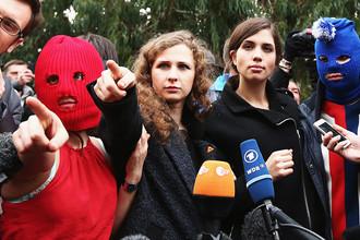 Участницы группы Pussy Riot обратились в полицию с заявлением о совершении в отношении них преступления