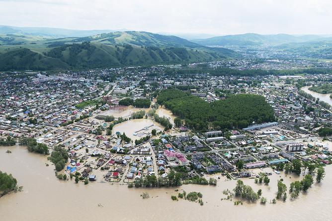 Затопленные дома в селе Майма Республики Алтай