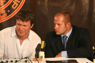 Федор Емельяненко (справа) и Олег Тактаров