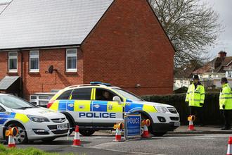 Полиция около дома Сергея Скрипаля в Солсбери, Великобритания, апрель 2018 года