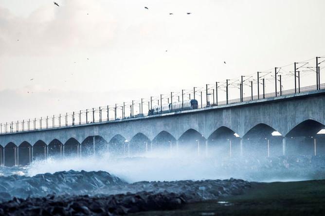 Мост Большой Бельт — висячий мост в Дании, третий в мире по длине пролета. Пересекает одноименный пролив и соединяет острова Фюн и Зеландия