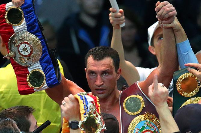 Владимир Кличко, одержавший победу в бою против российского боксера А. Поветкина после поединка за звание чемпиона мира в супертяжелом весе по версиям WBA, WBO и IBF, 2013 год