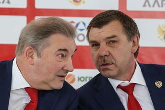 Главный тренер сборной России Олег Знарок (справа) и президент ФХР Владислав Третьяк