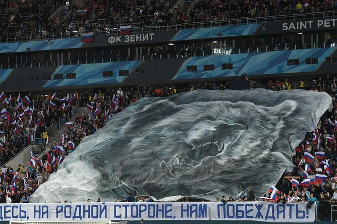 Перформанс болельщиков сборной России перед началом товарищеского матча между сборными командами России и Испании.