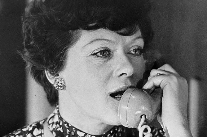 Актриса Алиса Фрейндлих в роли Людмилы Прокофьевны в фильме Эльдара Рязанова «Служебный роман», 1977 год
