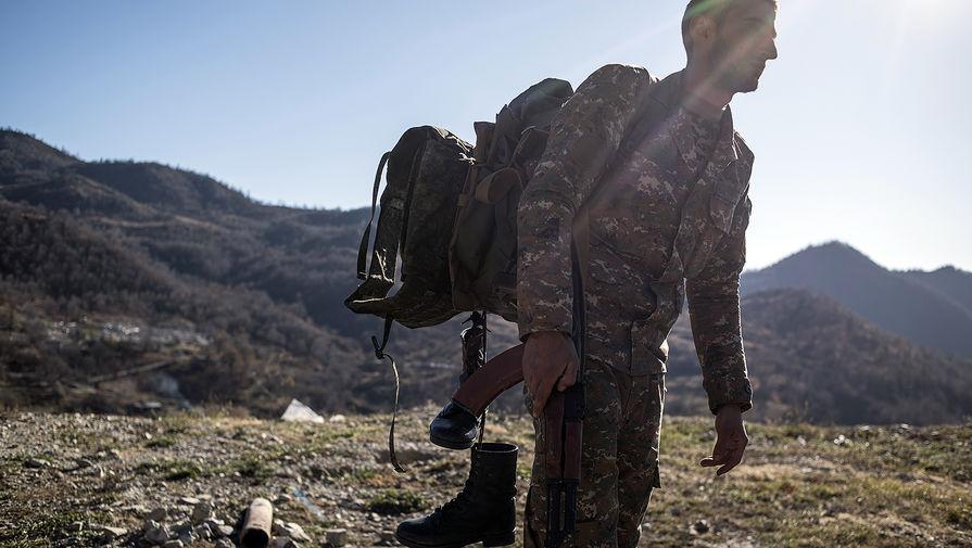 Вооруженный мужчина в Кельбаджарском районе Нагорного Карабаха