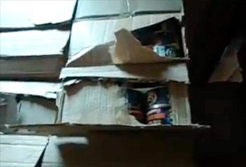 Консервы на складе военной части. Кадр из видеообращения майора Игоря Матвеева